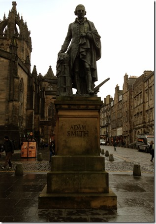 Statue of Adam Smith, 2008, Alexander Stoddart, Bronze Sculpture, in front of St. Giles' Cathedral on the Royal Mile, Old Town, Edinburgh, Scotland, UK. Photo: Gilson Santos.