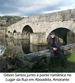 Gilson Santos junto à ponte românica no Lugar da Rua em Aboadela, Amarante